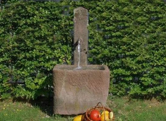 sandsteinbrunnen-schoepfbrunnen-antik-h1