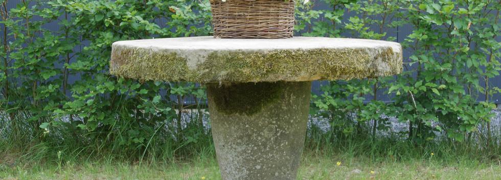 Dekorativer Sandsteintisch