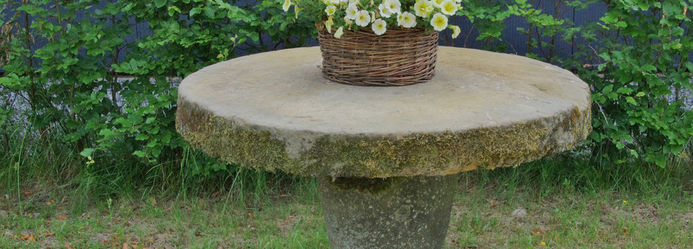 Garten-Sandsteintisch