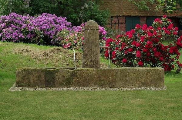Patiobrunnen-sandstein-t10.jpg