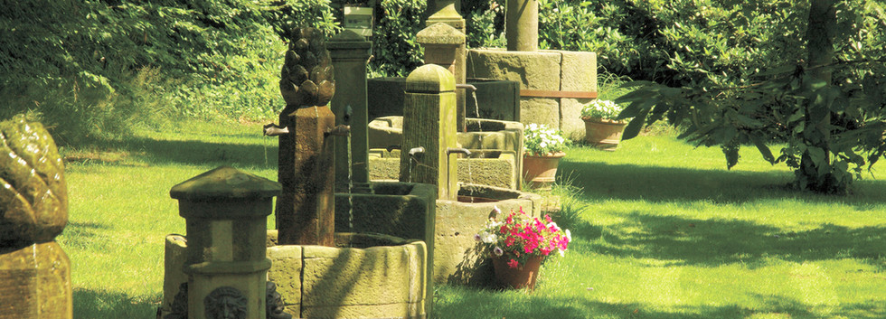 Sammlung historischer Sandsteinbrunnen