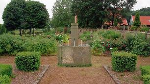 Patiobrunnen-Sandstein-historisch-FL1.jp