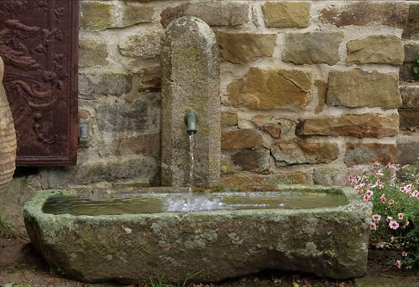 Kleiner Wandbrunnen Sandstein T13.jpg