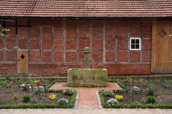 Marktbrunnen-Sandsteinbrunnen-Lingens-H2