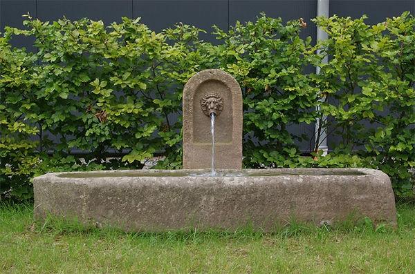 wandbrunnen-sandsteinbrunnen-antik-histo