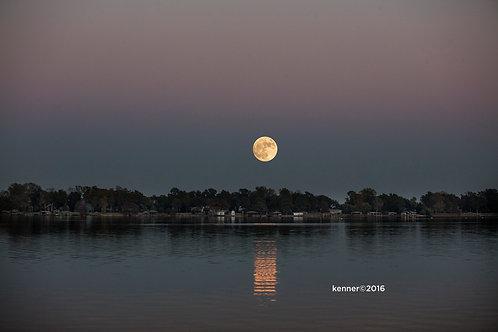 Super Moon over Horseshoe Lake