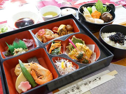 ④山家鍋膳(博多水炊き).JPG