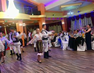 Dans Traditional Nunta
