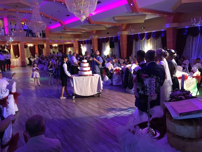 prezentarea tortului sala nunta suceava