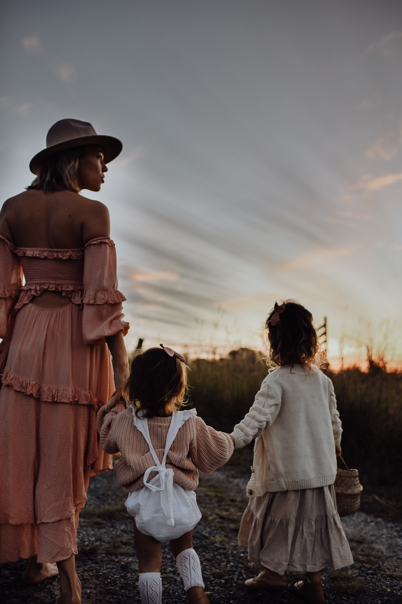 sunset motherhood session in mount cotton