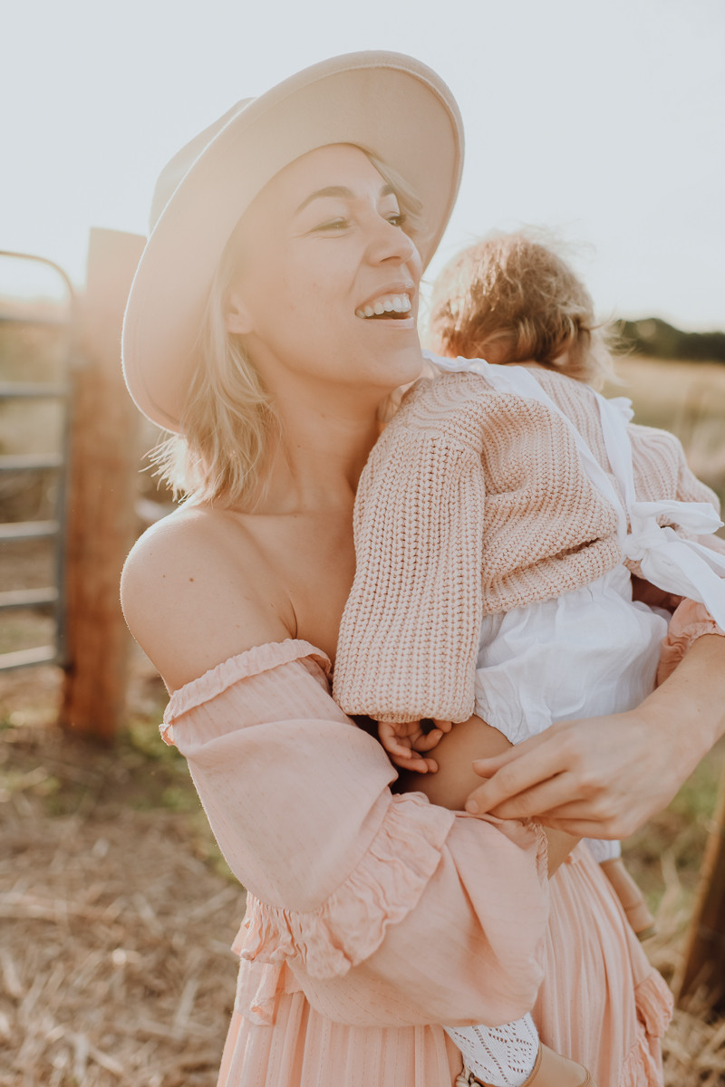 sunset motherhood photo mount cotton
