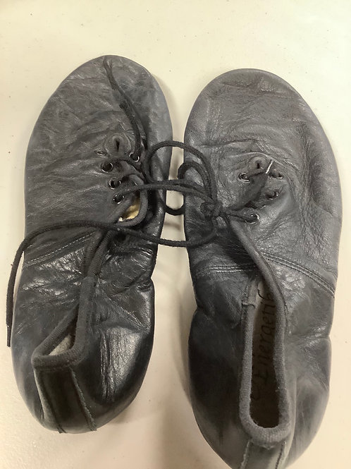 2nd hand jazz shoes (lace up) - Sole of shoe measures 21.5cm