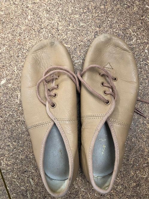 2nd hand Jazz Shoe - Sole of shoe measures20cm