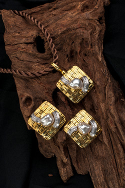Keishi Pearl Pendant Earrings