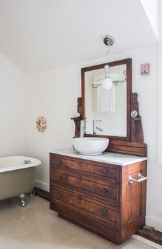 Golden Gaze B&B Bathroom vanity inspiration