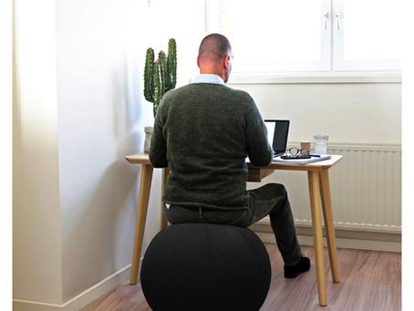Richtiges Sitzen auf dem AFS-TEX Balance Sitzball