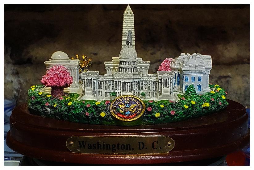 Washington Memorial Statue