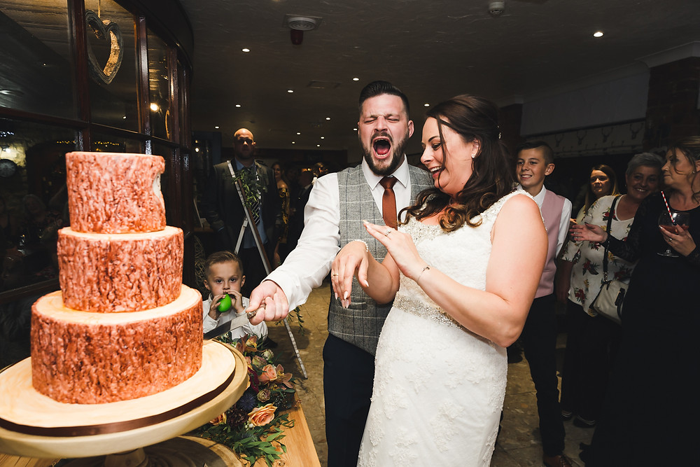 cutting the cake photography