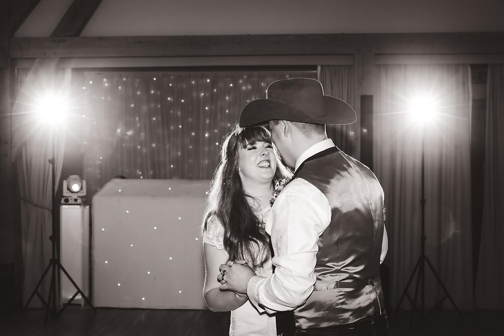 1st dance wedding photography