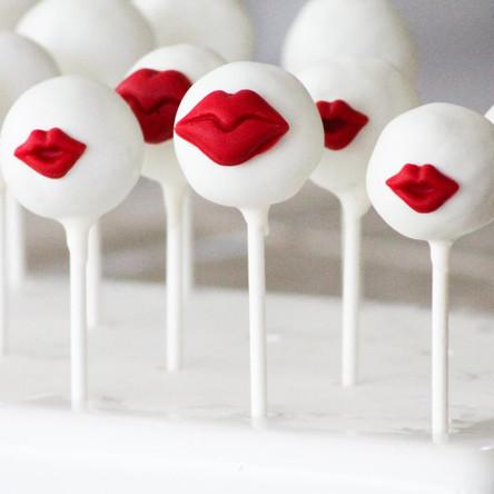 Kiss-Me-Cake-Pops.jpg
