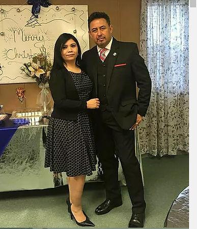 pastor florencio y Yoly Lara.jpg