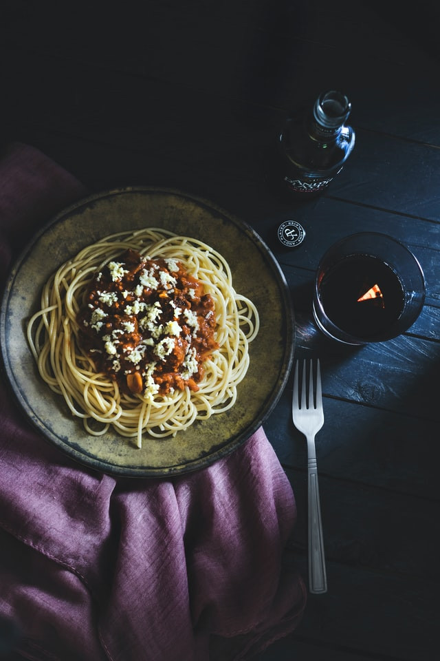 ragu-bolognese-bologna-italy-family-trav
