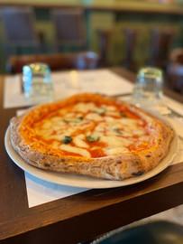 pizza-napoletana-family-travel-italy.jpg