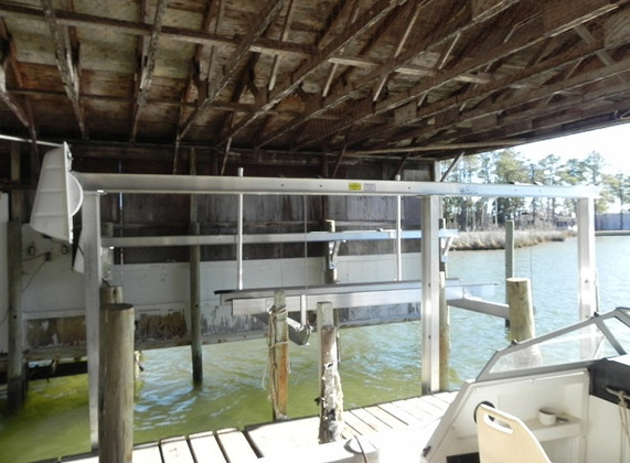 7000 lb. standard in boat house.JPG