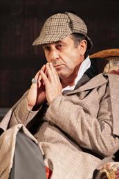 Sherlock Holmes pensif