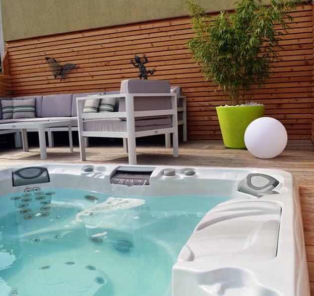sundance-hot-tub-deck-installation-monta