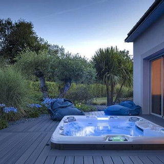 sundance-hot-tub-backyard-deck-installat