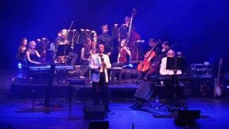 08-Britsky-fletnista-a-smyccovy-orchestr