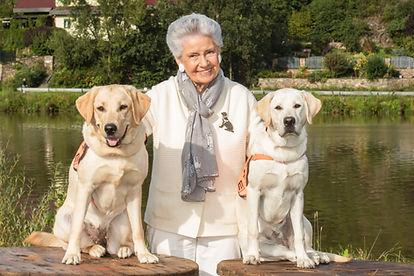 Mathilda Nostitzová s psími kamarády.