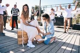 האחות עם הנעל - קוקו ומיקי.JPG