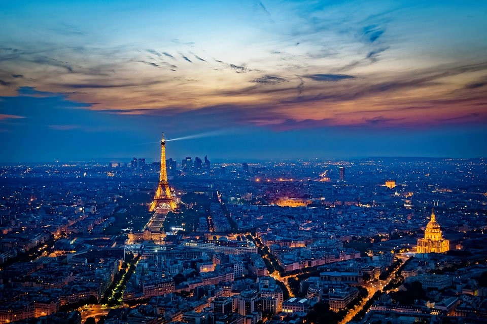 Paris de nuit vue aérienne