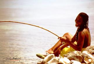 negra hermosa pescando.jpg