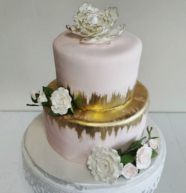 Gorgeous fondant wedding cake from this