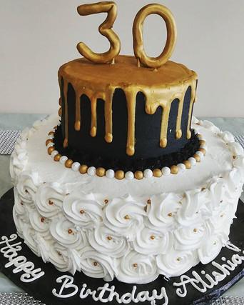 Thirsty 30 cake! Cheers! 🍻🍹 #mainstree