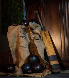 Vintage Bowls Set & Cricket Bat