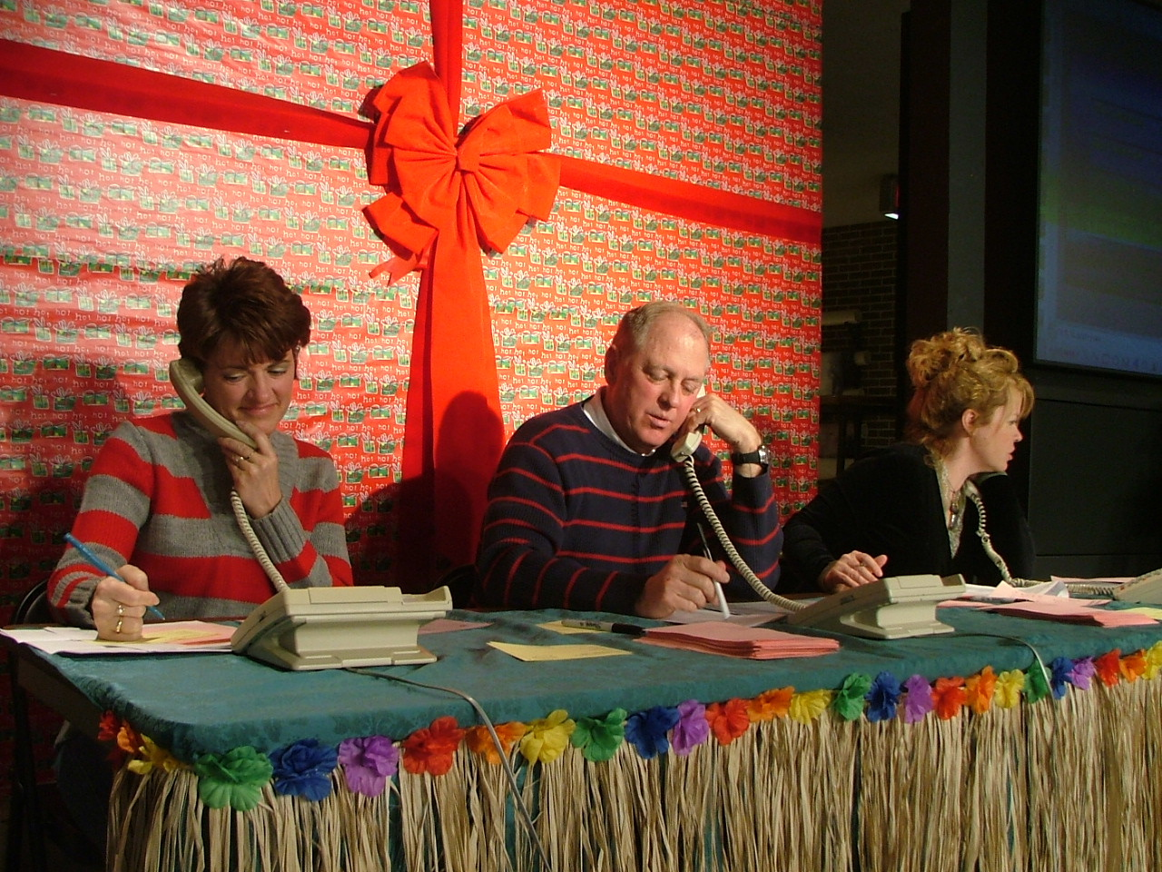 2006_1202Image0050Optimists on the phones.JPG