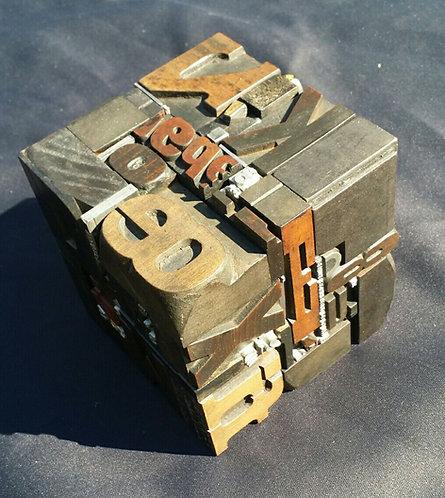 Cube original en lettre d'imprimerie (bois & métal) et clichés - Vulkain - créat