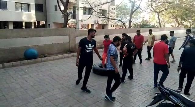 #Fitness Hi 5 #OUTDOORE #Activity #jumpontyre #FITINDORE