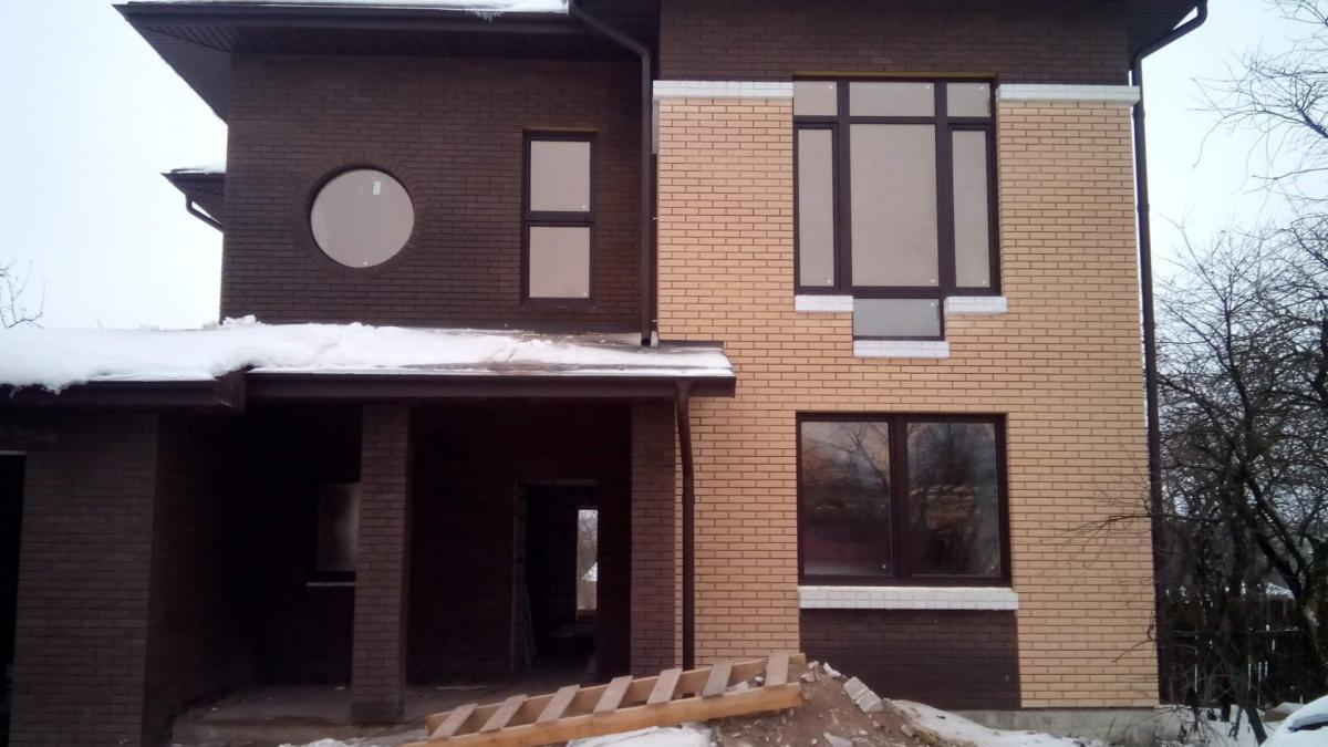дом с круглым окном.jpg