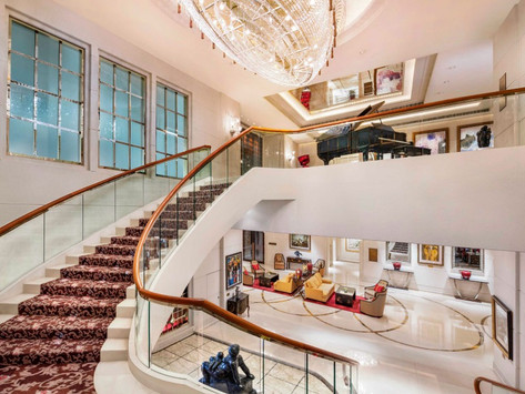 Luxurious city hotel stay at the St. Regis Singapore