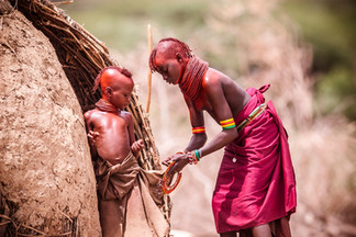 Turkana girls preperinf for a fest