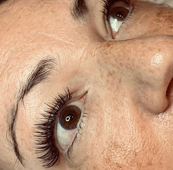 Stunning classic lashes by Robyn using @