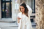 Businesswoman w bieli