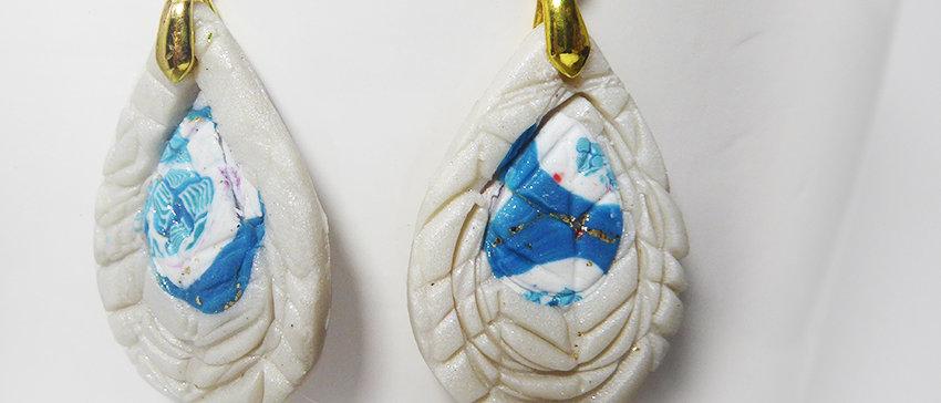 עגילים בגוון פנינה וכחול