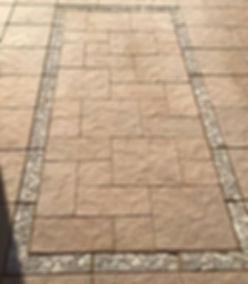 Random pave, Pebble border
