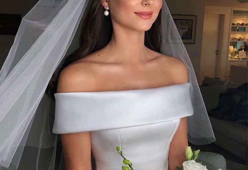 فستان زفاف من الساتان مع الحزام محيط الخصر